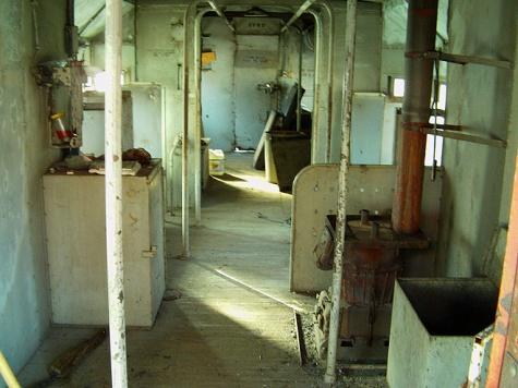 35 Interior of 582.jpg
