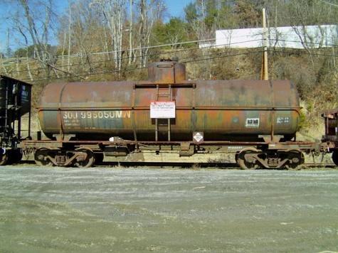 11  UCLX Tank Car Blt 51.jpg